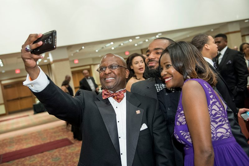 Matt Winston poses with Black Alumni Reunion attendees